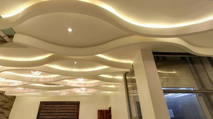 Corridor & hallway by De Panache  - Interior Architects,