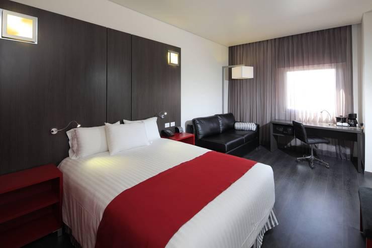 Hotels by Echauri Morales Arquitectos, Modern