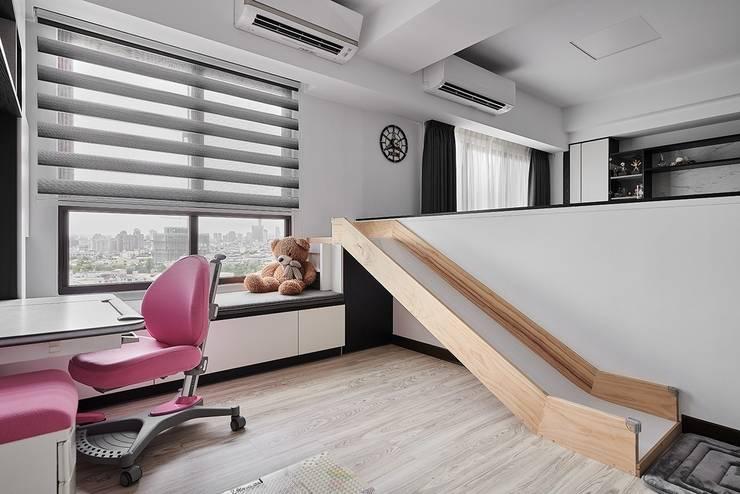 Ruang Keluarga oleh 艾文設計有限公司, Minimalis