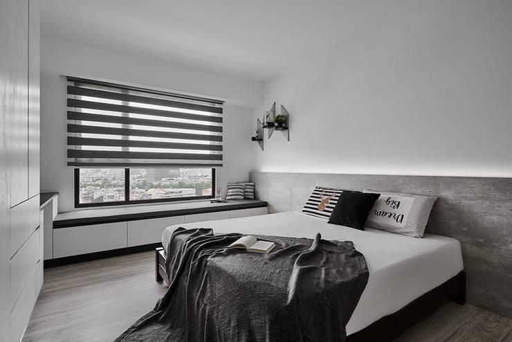 Dormitorios de estilo  de 艾文設計有限公司, Minimalista