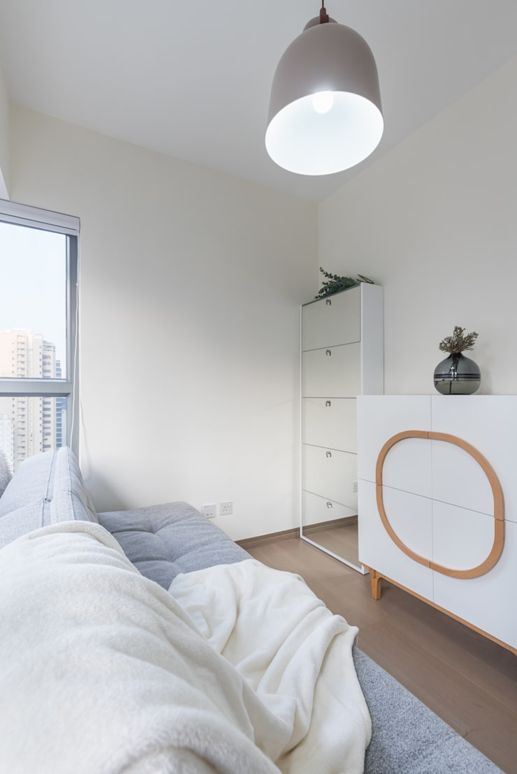 Delightful Sheung Wan Flat Minimalist bedroom by The Editors Company Minimalist