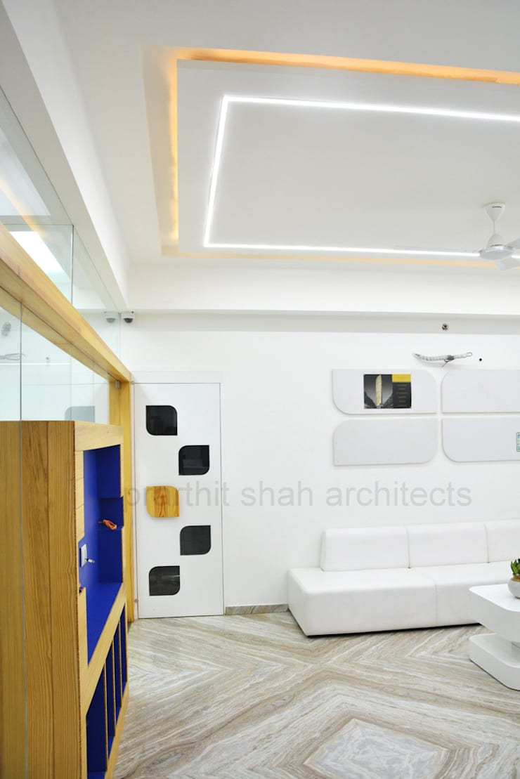 Office Waiting Design:  Study/office by prarthit shah architects,Minimalist