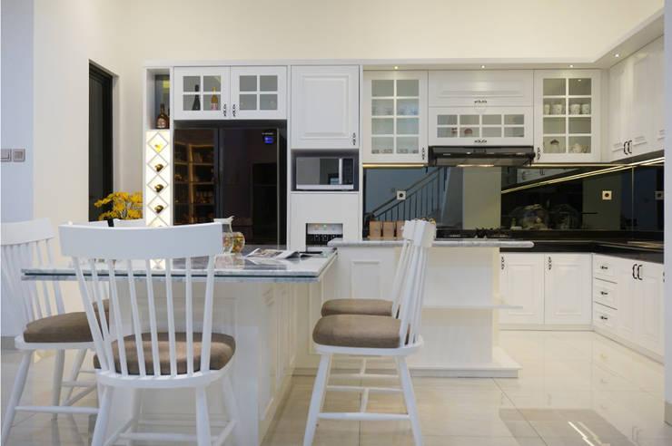 Dapur klasik: Dapur built in oleh PT Membangun Harapan Sukses,