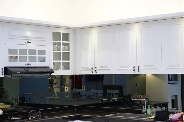 kabinet dapur gaya klasik: Dapur oleh PT Membangun Harapan Sukses,
