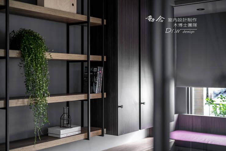 Projekty,  Domowe biuro i gabinet zaprojektowane przez 木博士團隊/動念室內設計制作, Nowoczesny