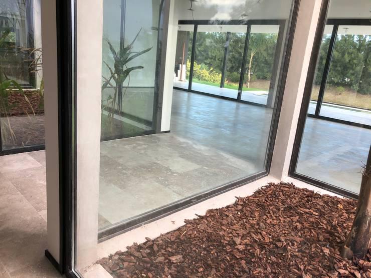 Future House Pasillos, vestíbulos y escaleras modernos de Maximiliano Lago Arquitectura - Estudio Azteca Moderno
