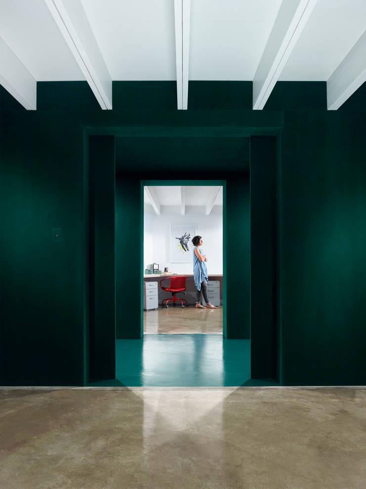 Kingdom Design Studio:  Office buildings by KINGDOM,