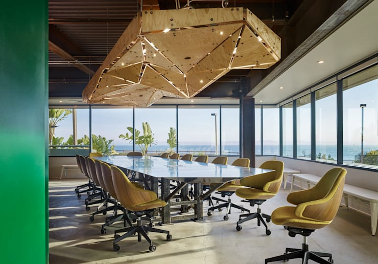 Carpinteria Modern Industrial Workspace:  Office buildings by KINGDOM,