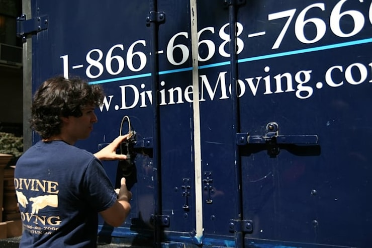 Divine Moving and Storage NYC:  Office buildings by Divine Moving and Storage NYC,