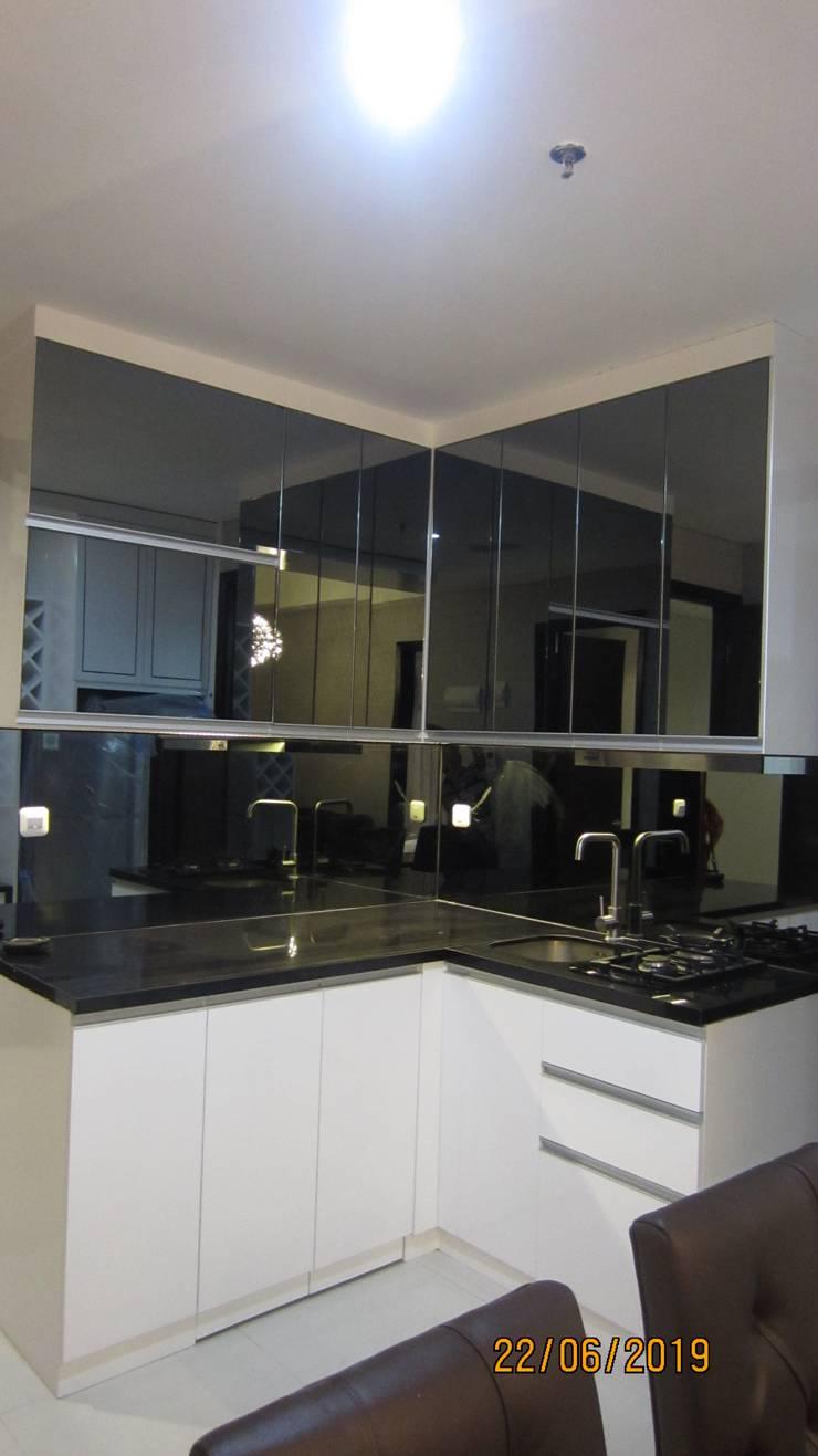 Apartemen Puri Mansion type Lock Off (2+1): Dapur built in oleh HeXa,