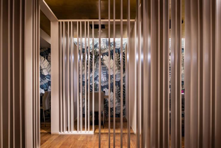 Kisen sushi - tavoli zona privè Negozi & Locali commerciali in stile asiatico di GruppoTre Architetti Asiatico Legno Effetto legno