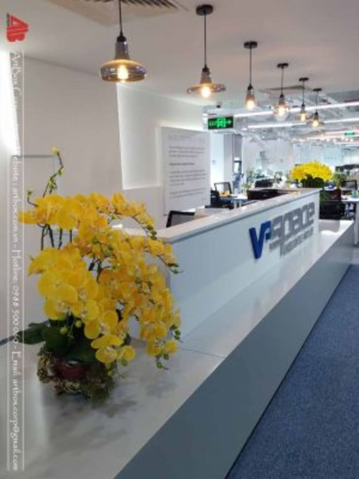 Thiết kế nội thất văn phòng V-Space:  Hành lang by Thiết Kế Nội Thất - ARTBOX,