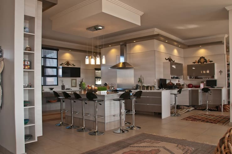 Kitchen Installation Pretoria:  Kitchen by Kitchen Frontiers,