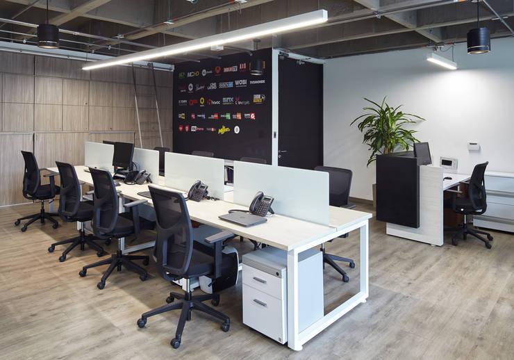 Puestos y sillas de trabajo operativos : Salas de estilo  por Servex Colombia,