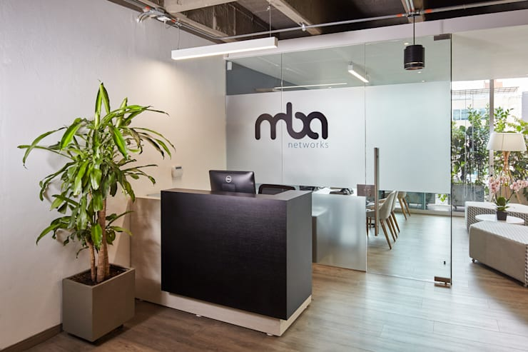 Recepción: Oficinas y tiendas de estilo  por Servex Colombia,