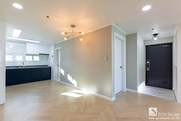 거실, 주방: 곤디자인 (GON Design)의  거실,모던