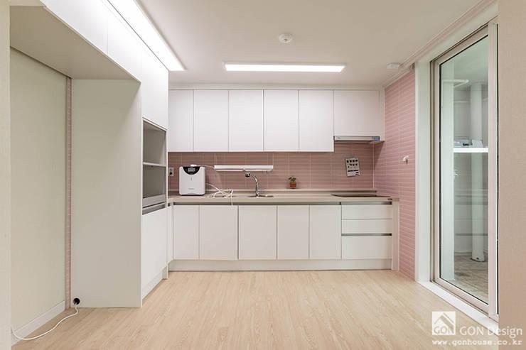 주방: 곤디자인 (GON Design)의  주방 설비,모던
