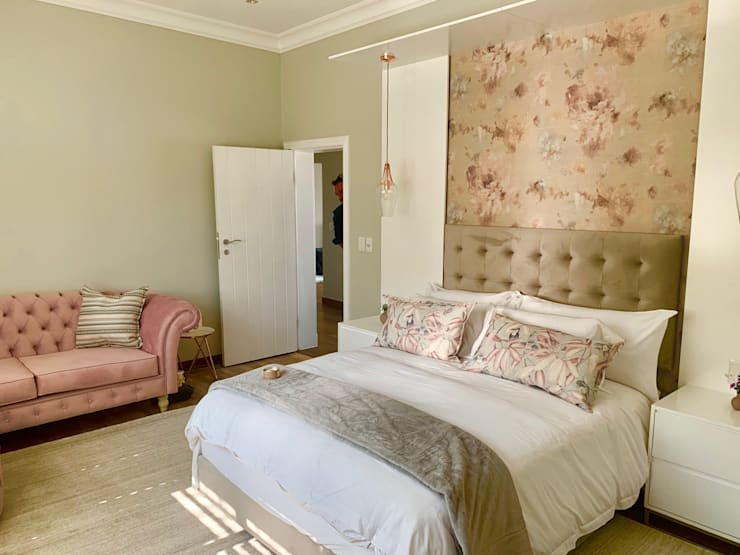 Young Students Pink Bedroom Modern style bedroom by CS DESIGN Modern