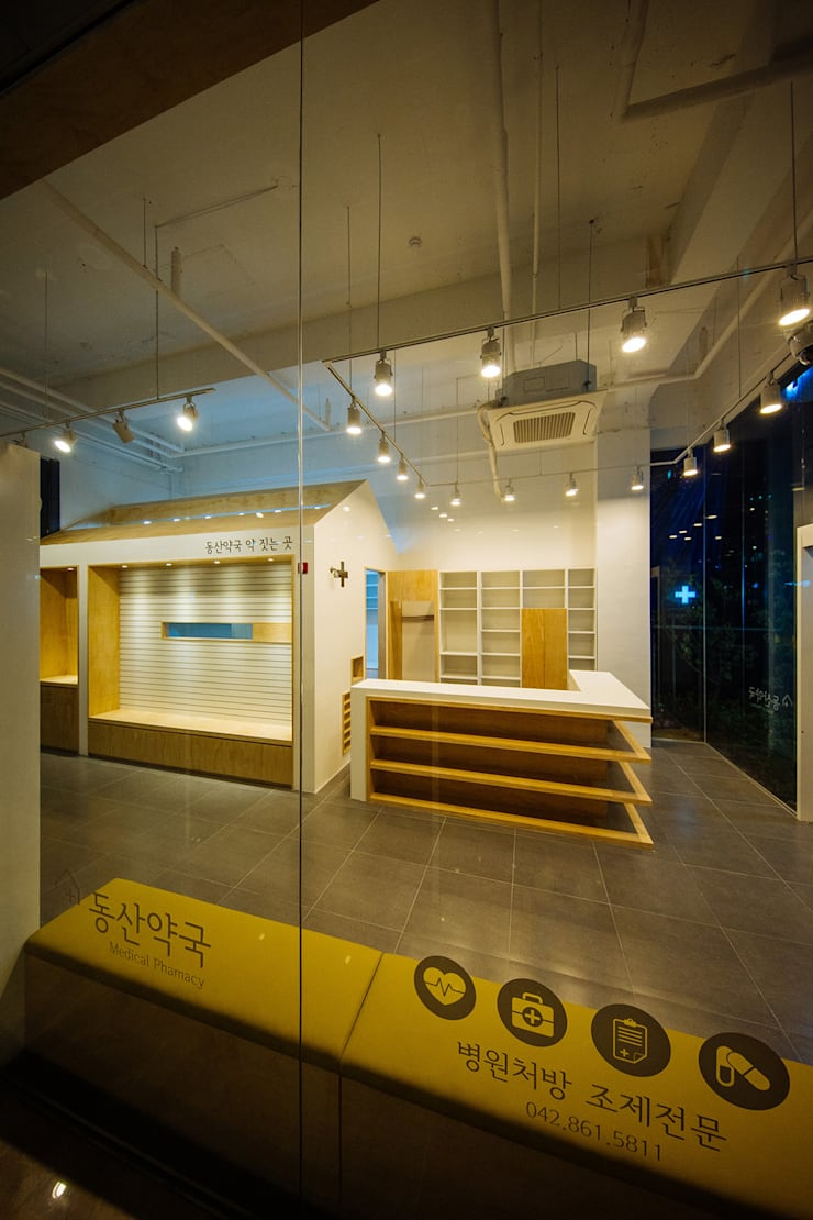 ㅤㅤ: 므나 디자인 스튜디오의  상업 공간,미니멀