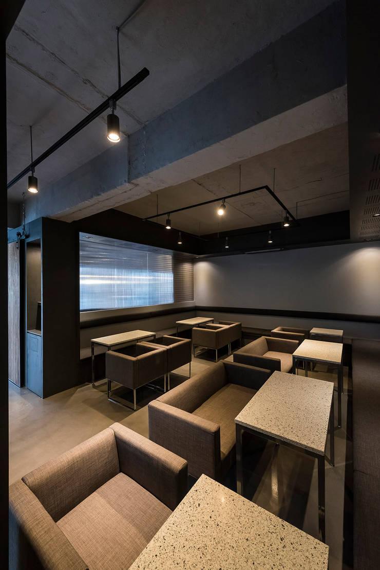 ㅤㅤ: 므나 디자인 스튜디오의  바 & 카페,모던
