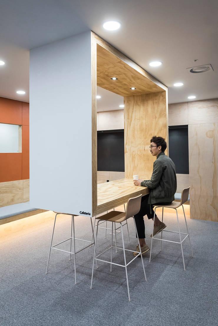 ㅤㅤ: 므나 디자인 스튜디오의  사무실,모던