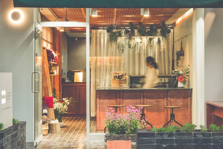 Klassische Ladenflächen von 므나 디자인 스튜디오 Klassisch