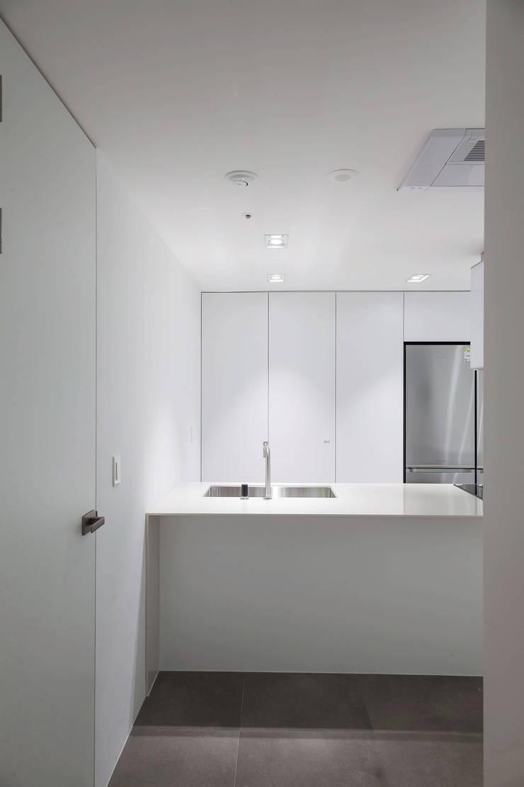 ㅤㅤ: 므나 디자인 스튜디오의  주방,모던