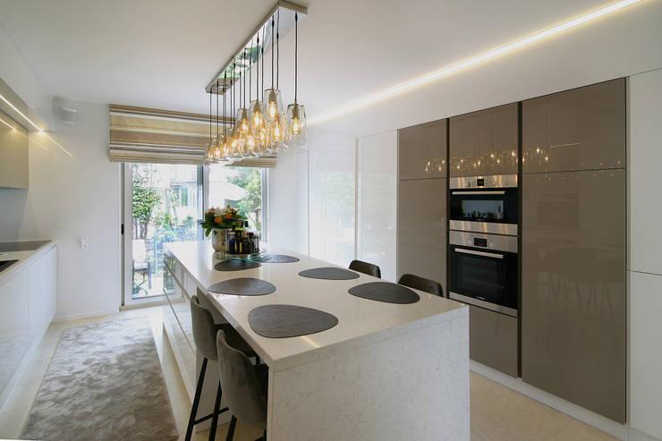 Modern Kitchen by marcottestyle Modern Marble