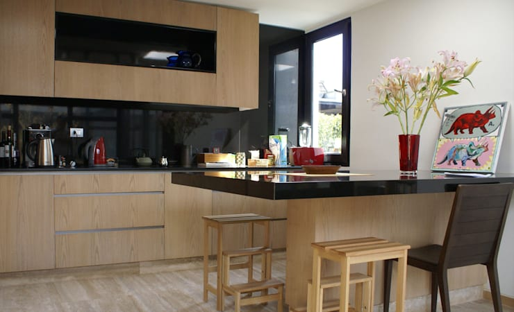 Cocinas integrales de estilo  de CONSTRUCTORA DHTC LIMITADA, Moderno Granito