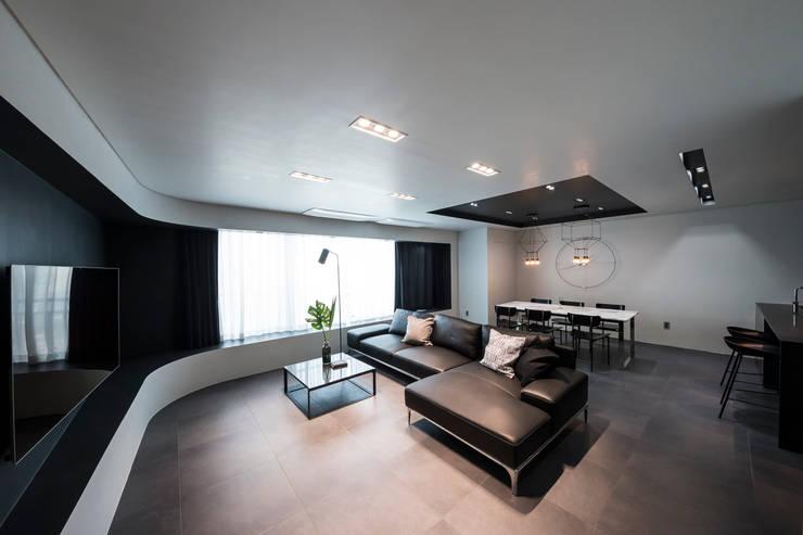 ㅤㅤ: 므나 디자인 스튜디오의  거실,모던
