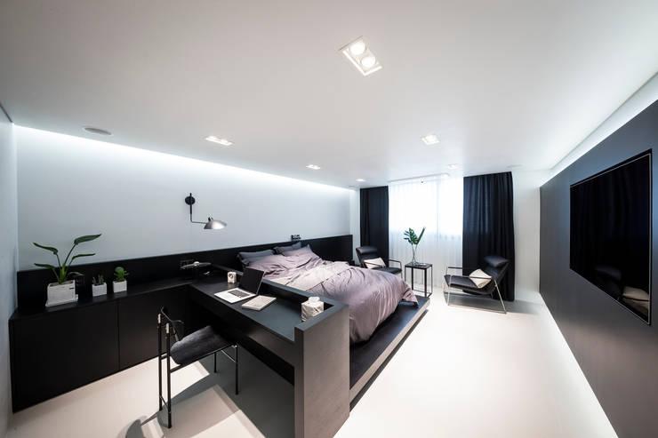 Cuartos de estilo moderno de 므나 디자인 스튜디오 Moderno