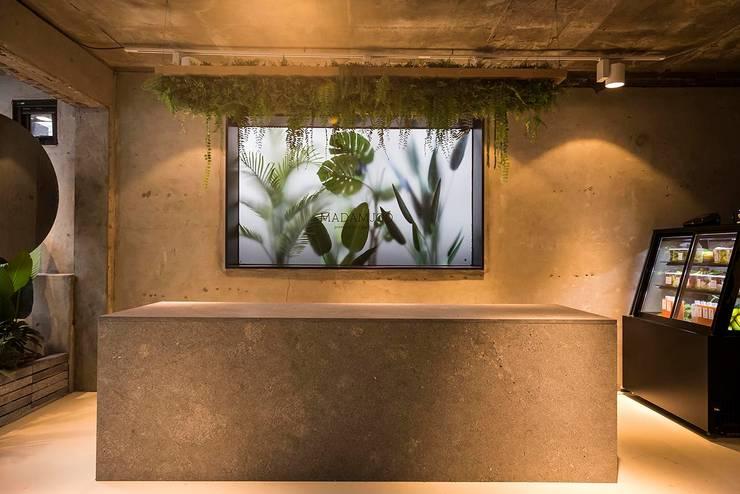 de 므나 디자인 스튜디오 Industrial