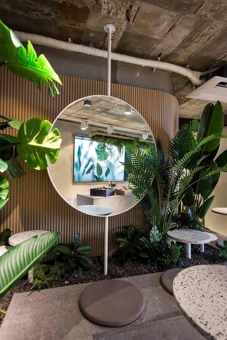 ㅤㅤ: 므나 디자인 스튜디오의  상업 공간,인더스트리얼