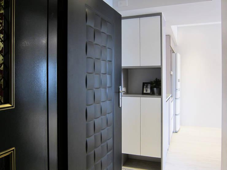 全室案例-台北市內湖區:  走廊 & 玄關 by ISQ 質の木系統家具,