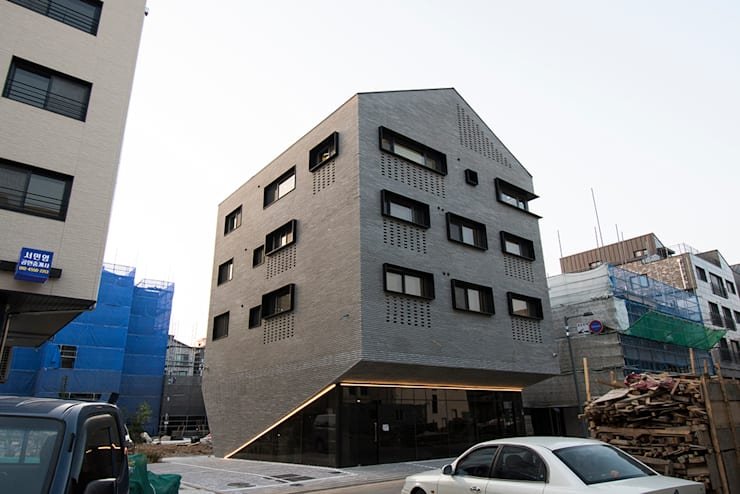 J_oblique 제이오블리크_평택시 고덕지구 FD11-4-9 상가주택: AAG architecten의  다가구 주택,