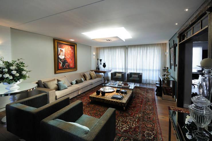 living: Salas de estar  por C2 Arquitetos,