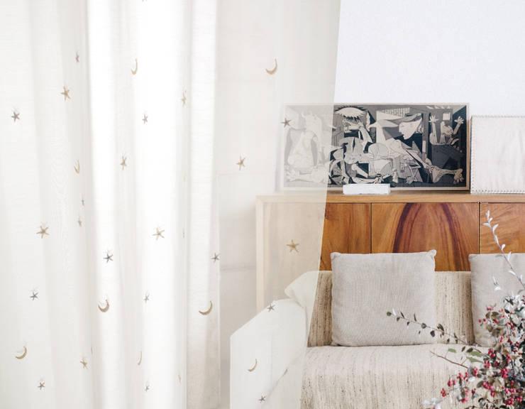 注入百年老店工藝的Zosen日本進口訂製窗簾|布簾.紗簾.遮光窗簾布:  客廳 by MSBT 幔室布緹,