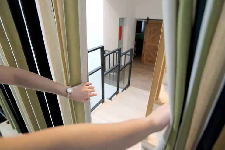 注入百年老店工藝的Zosen日本進口訂製窗簾|布簾.紗簾.遮光窗簾布:  走廊 & 玄關 by MSBT 幔室布緹,