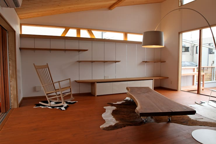 Salas de estar modernas por 株式会社高野設計工房 Moderno