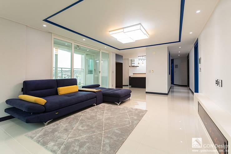 거실: 곤디자인 (GON Design)의  거실,모던