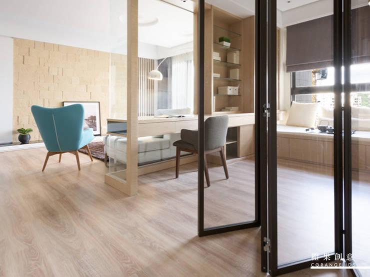 橙果創意國際設計:  書房/辦公室 by 橙果創意國際設計, 北歐風 玻璃