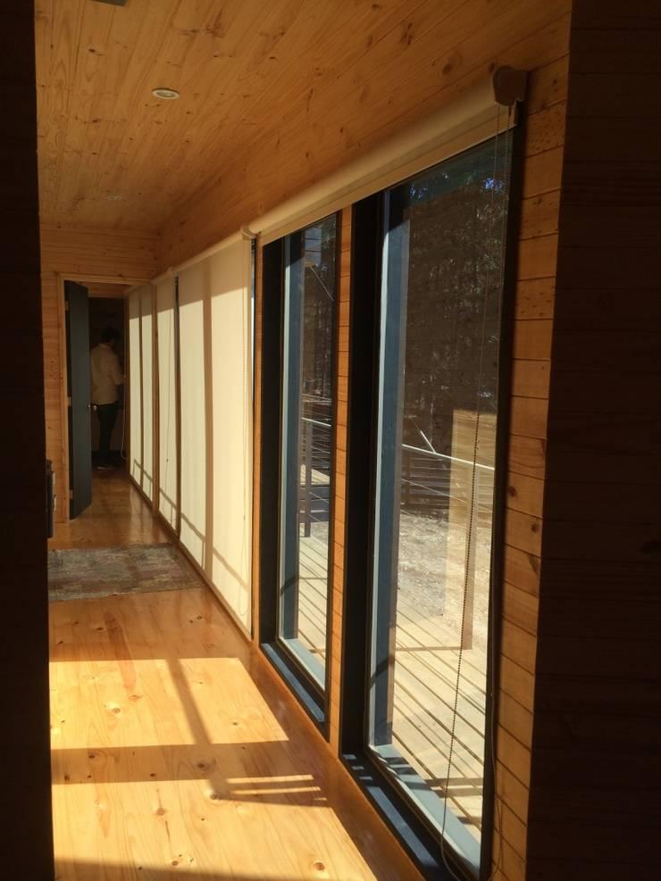 Casa Lobos: Casas de madera de estilo  por Loberia Arquitectura, Mediterráneo