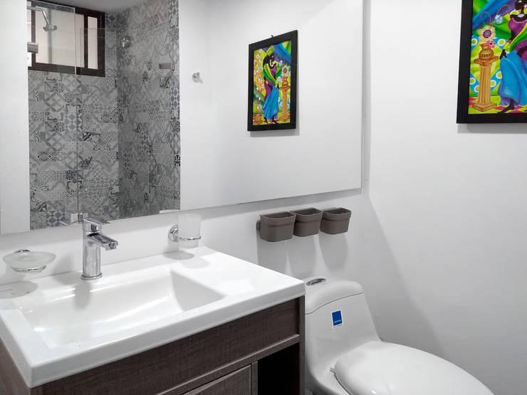 Reforma de baño: Baños de estilo  por Remodelar Proyectos Integrales,