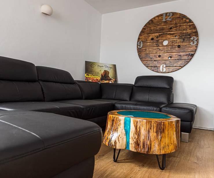 Baumstamm Möbel mit Epoxidharz von Beaver Design | homify