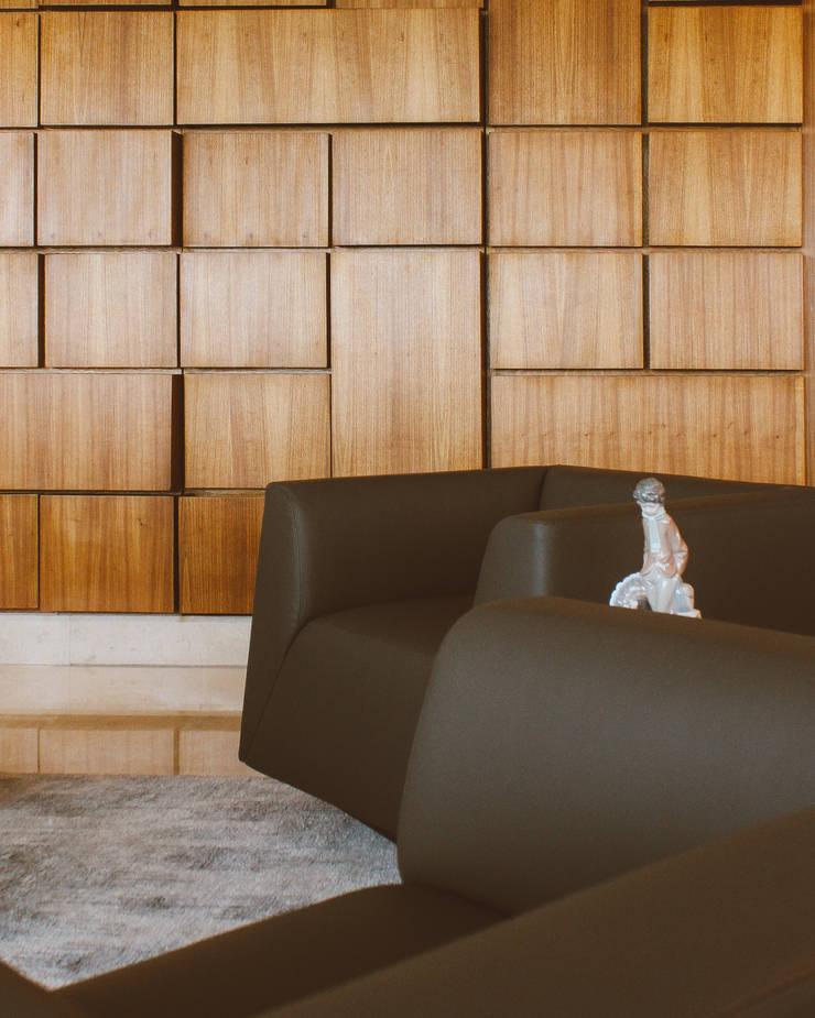 APARTAMENTO ANGELINI: Salas de estilo  por CLAUDIA CAROLINA GONZALEZ C, Clásico