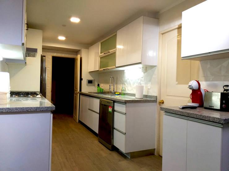 COCINA AGUILERA: Muebles de cocinas de estilo  por AOG, Minimalista Granito