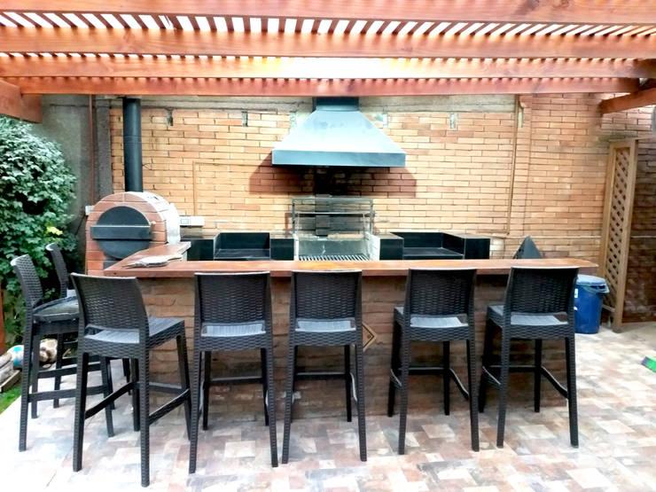QUINCHO PEÑALOLEN: Terrazas  de estilo  por AOG, Moderno Madera Acabado en madera