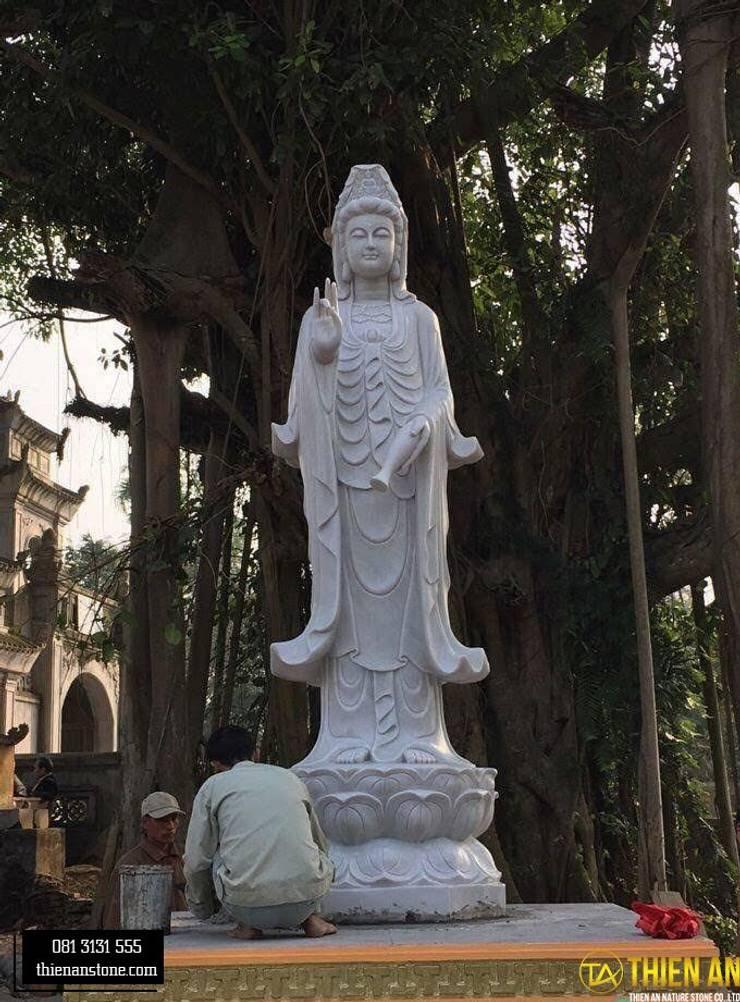 Tượng quan âm Hiên, sân thượng phong cách châu Á bởi CÔNG TY TNHH ĐÁ TƯ NHIÊN THIÊN AN Châu Á Cục đá