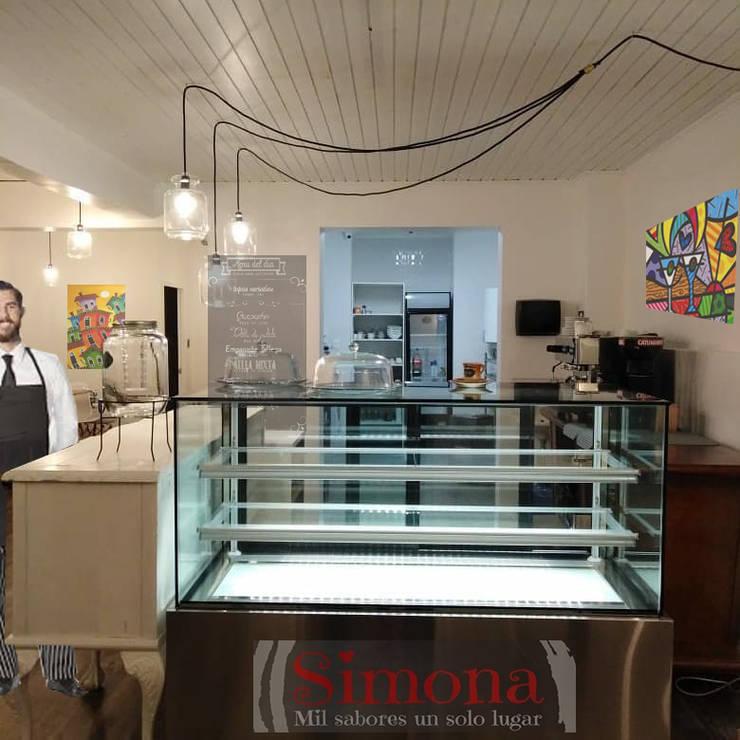 CAFETERIA SIMONA: Cocinas de estilo  por AOG, Moderno Madera Acabado en madera