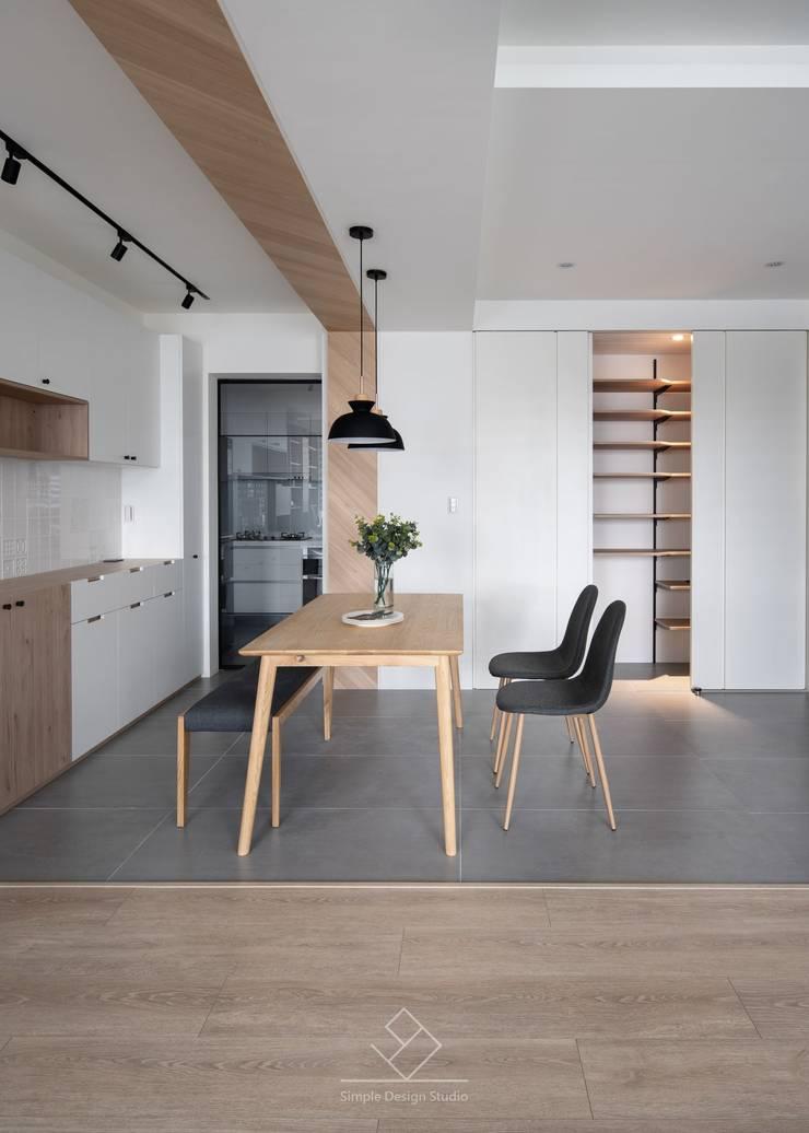 儲藏間:  走廊 & 玄關 by 極簡室內設計 Simple Design Studio, 北歐風